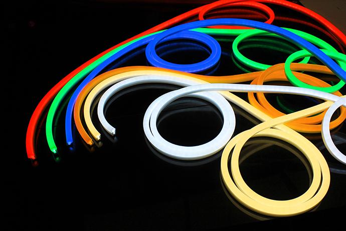 Led neon flessibile smd 2835 ip68 for Tubo led flessibile